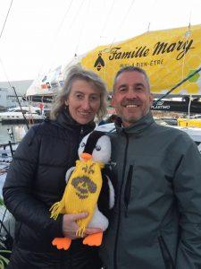 Catherine CHABAUD, marraine du bateau avec Benoit MARY et la mascotte.